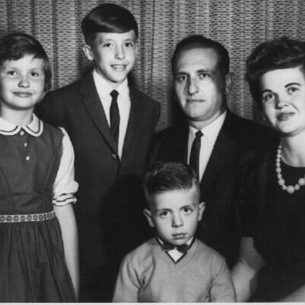 Keluarga Monson muda yang terdiri dari Ann, Tom, Clark, Thomas S., dan Frances Monson di tahun 1960-an.