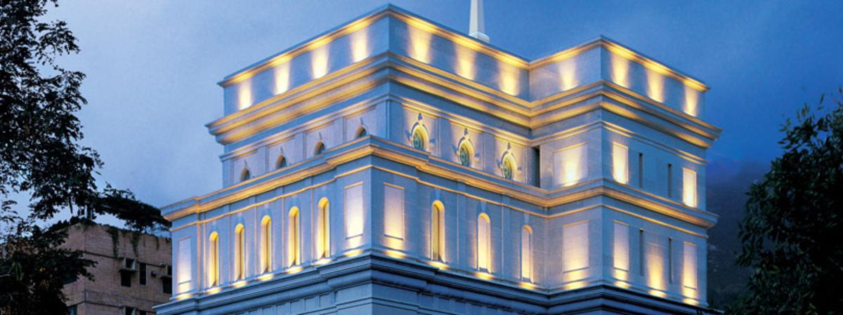 里程碑 1992年10月3日:宣布興建聖殿 1994年1月22日:動土典禮 1996年5月10日:開放日 (至5月23日結束) 1996年5月26日:聖殿奉獻
