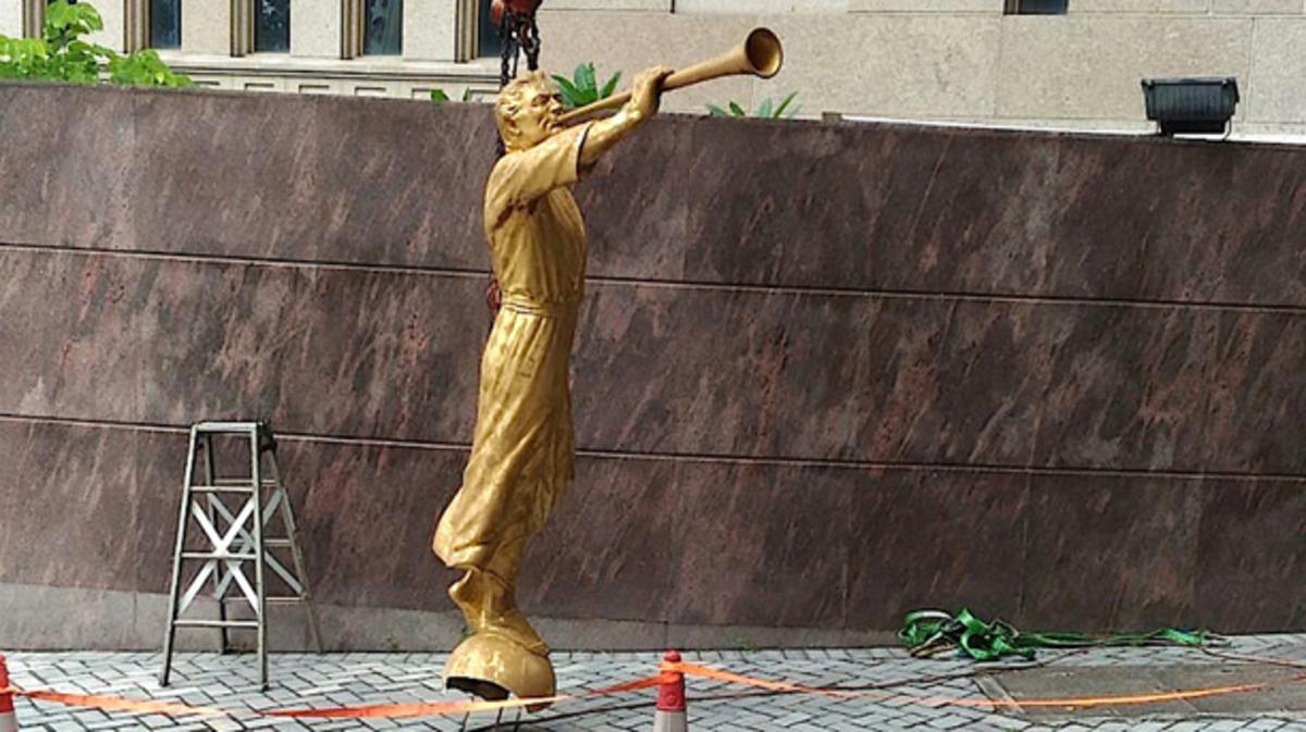 中國香港聖殿更換天使摩羅乃像