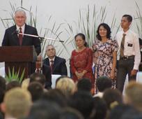 Pemimpin Terkasih Berpamitan kepada Asia