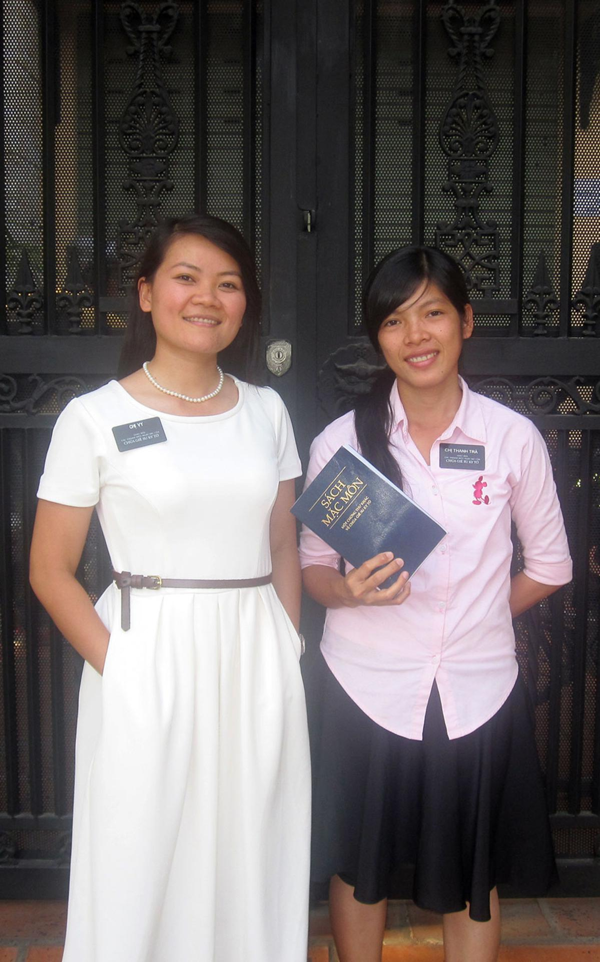 Chi-Ca-Vy-va-Tra-Introduction-to-Sisters-2014-03.jpg