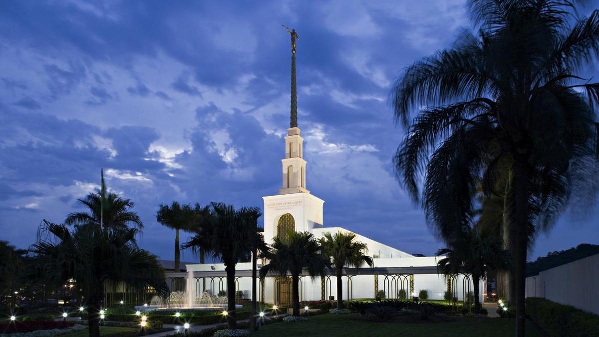 Os templos mórmons são edifícios sagrados dedicados a Deus.