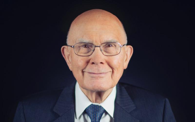 президент Далин Х. Оукс