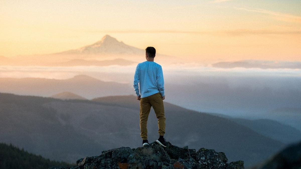 Мъж на излет в планината