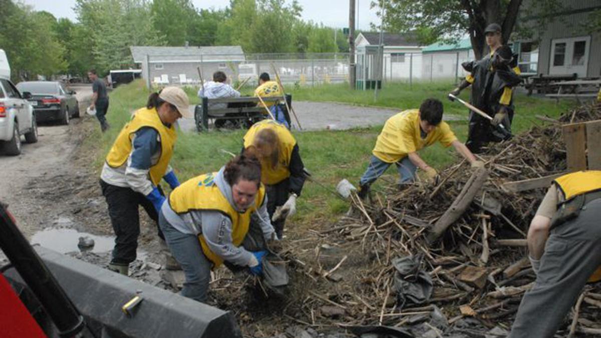 Mormon Helping Hands assist Quebec flood victims