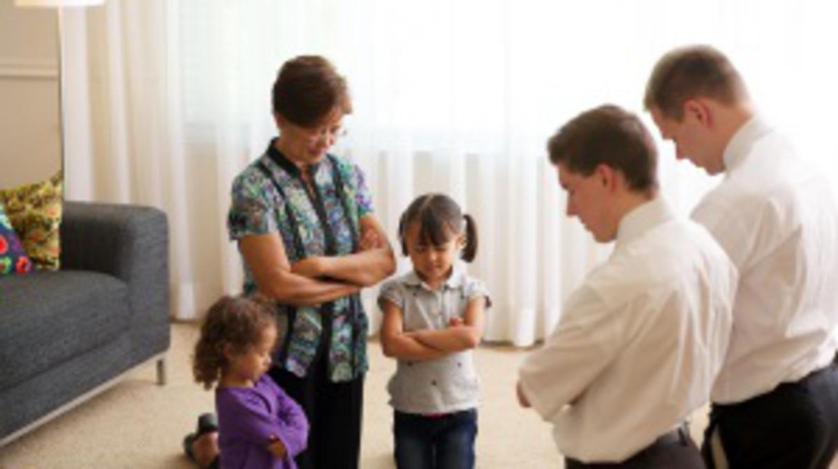 ընտանիքը աղոթելուց