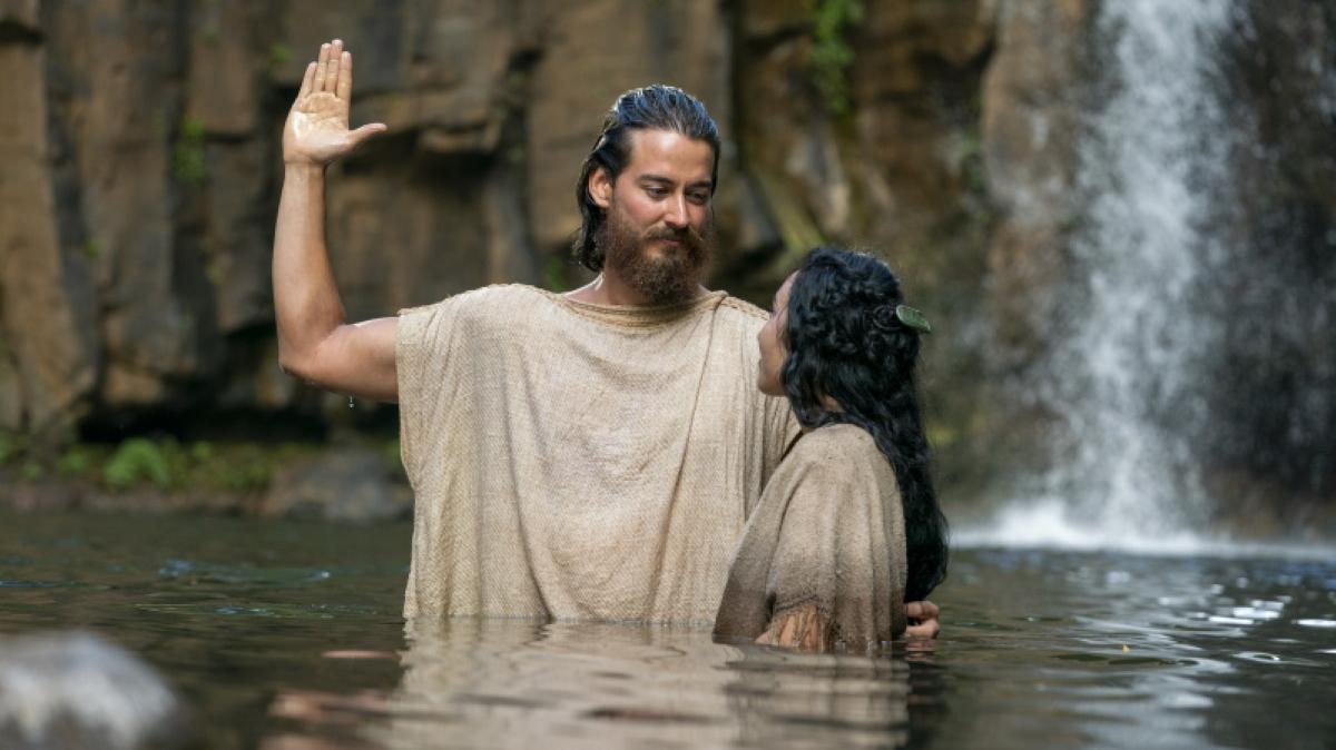 Alma baptizing