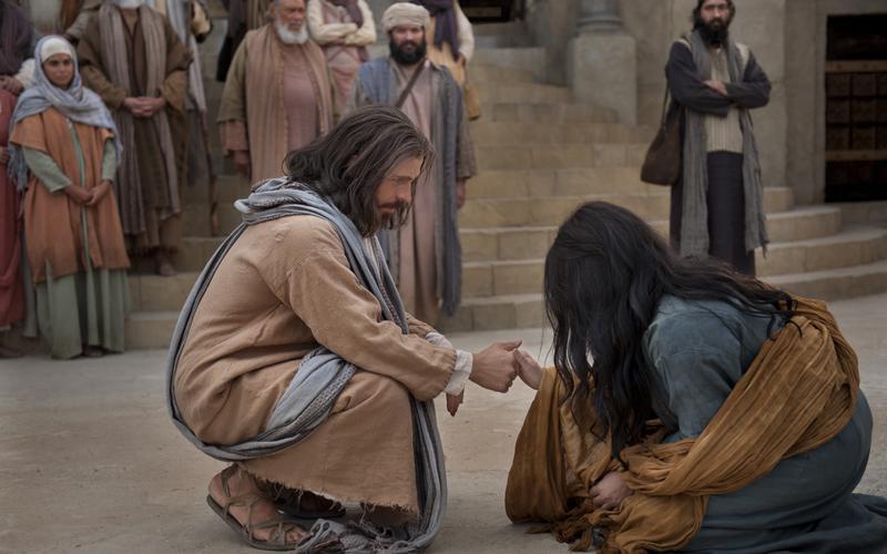 Cristo el Sanador, ayudando a la mujer sorprendida en el adulterio.