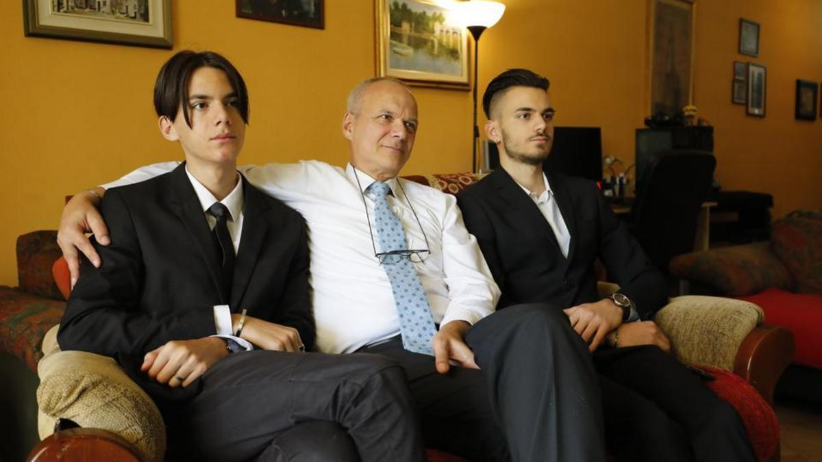 Babai me dy djem