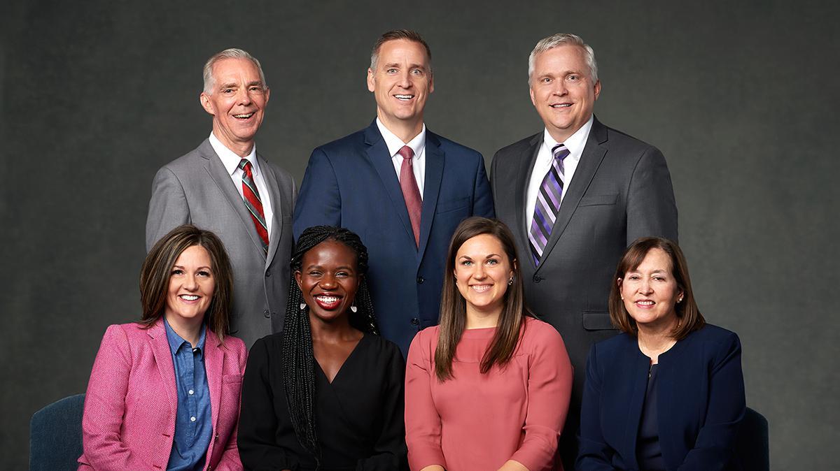 Medlemmene i Komité for Barnas sangbok, fra venstre til høyre, bakfra: Jay Beck, Ryan Eggett, Stephen Schank, Jennefer Free, Cheryl Etiang, Audrey Livingston, and Jan Pinborough.