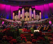 Orchestre et choeur du Tabernacle dans le centre de conférence