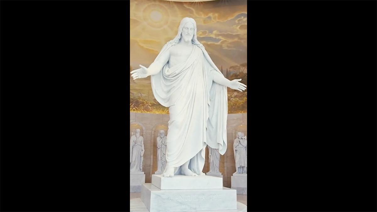 eine weiße Marmorstatue von Christus in Rom