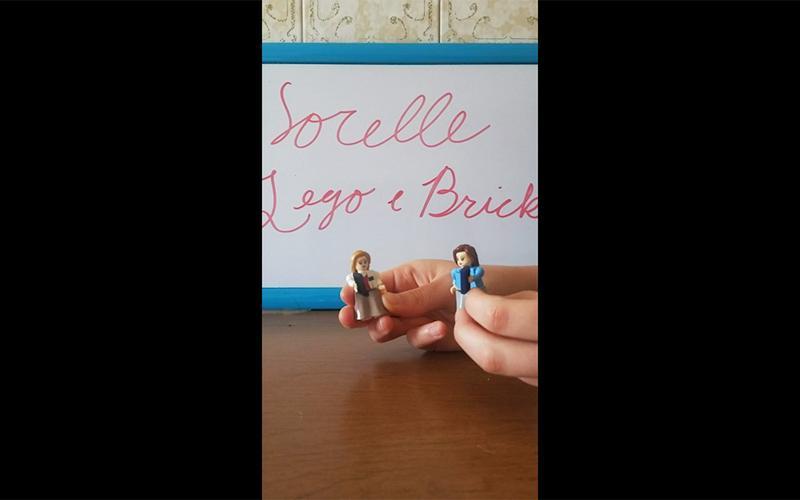 deux personnages Lego représentant des sœurs missionnaires