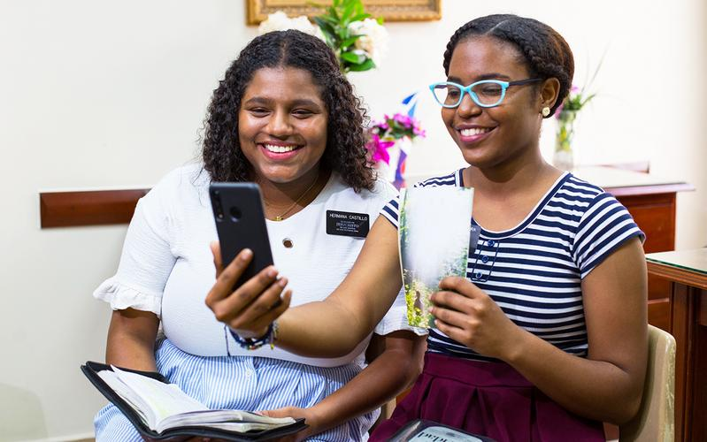 missionary sisters are teaching via smartphone