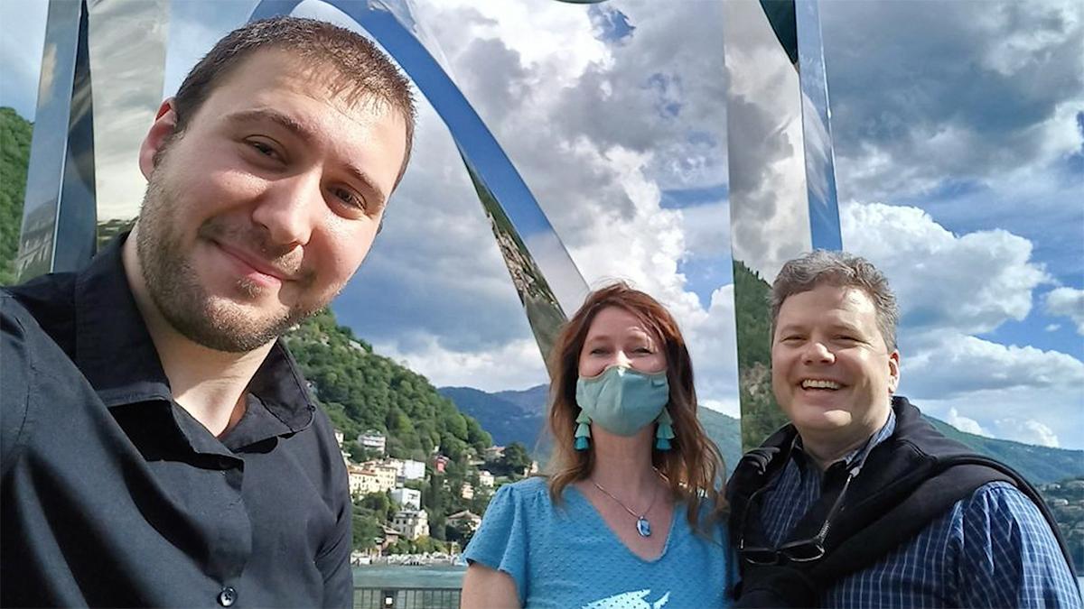 3 people taking a selfie