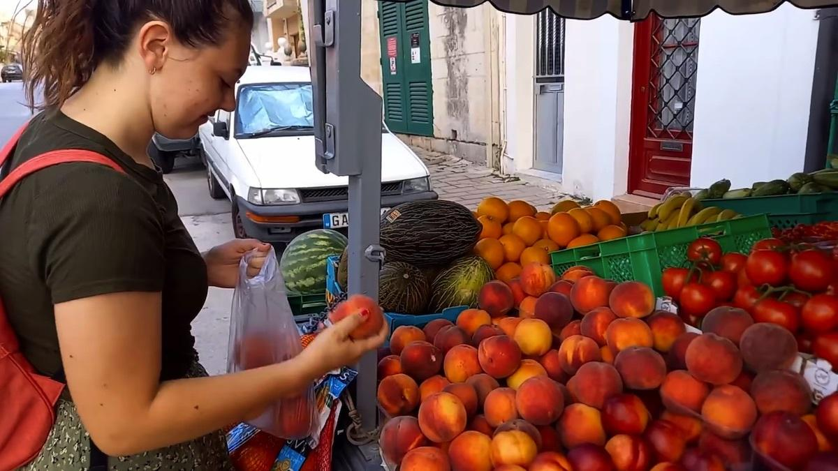 A sister missionary is buying fruit