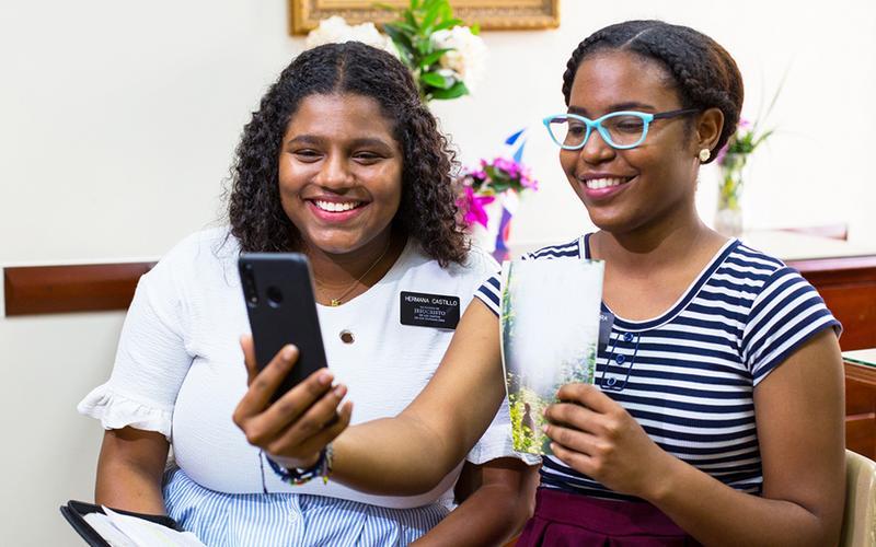 missionary sisters are teaching via smartphone