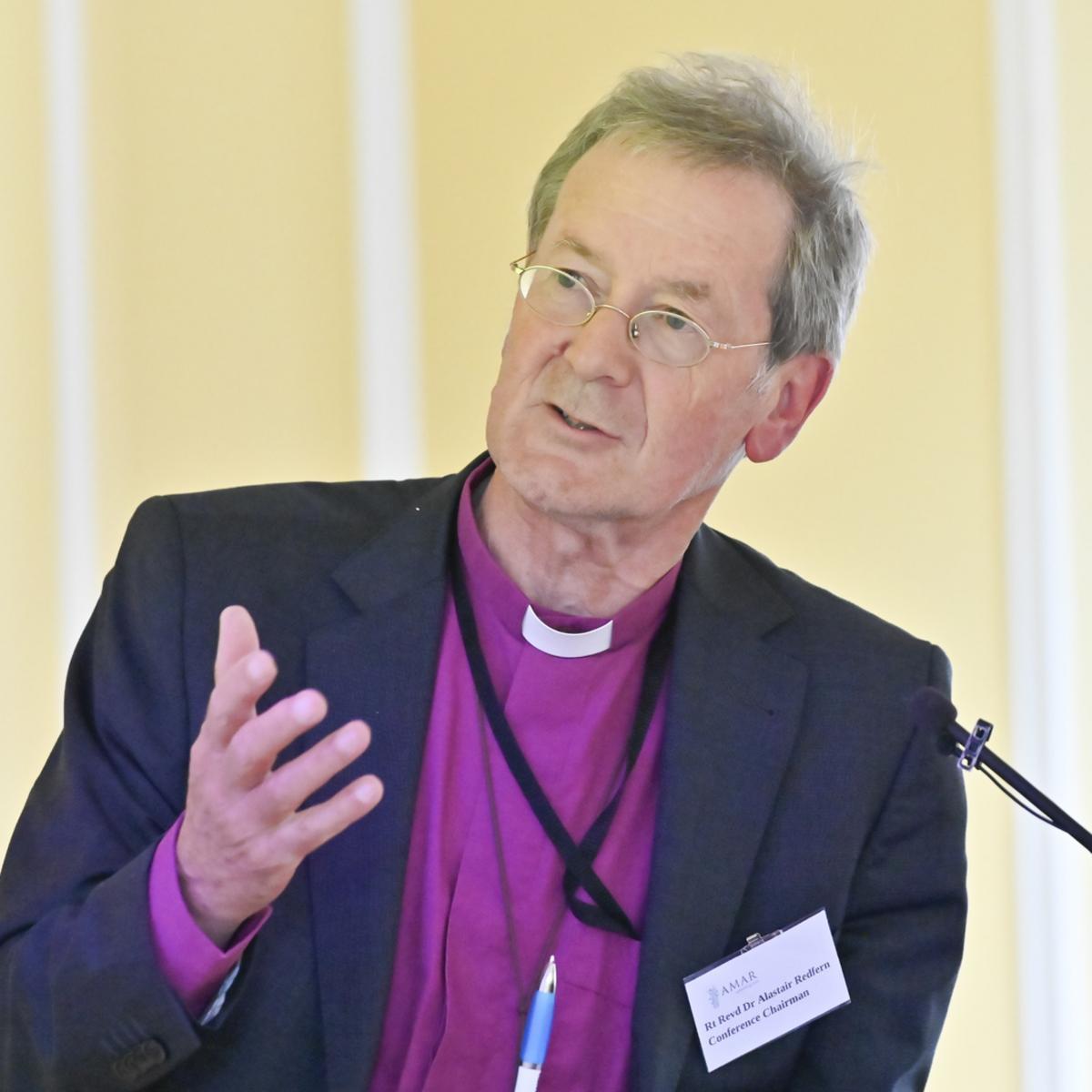 Ctihodný reverend Dr. Alastair Redfern sa prihovára na konferencii AMAR Windsor Dialogue Conference