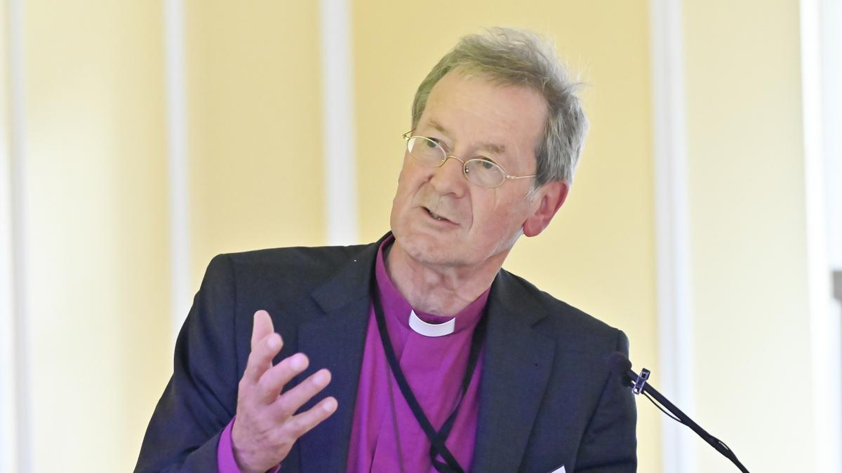 Dr. Alastair Redfern biskup ávarpar AMAR Windsor samskiptaráðstefnuna.