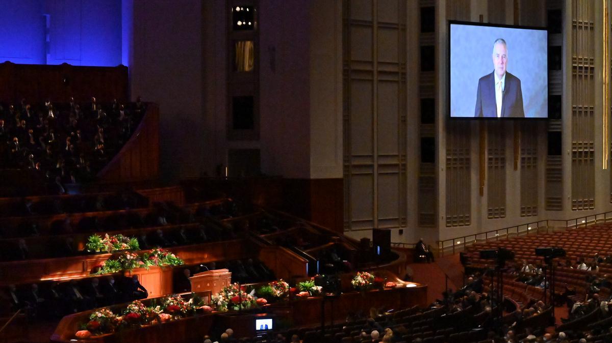 Приказ говора старешине Ериха В. Копишкеа у гледалишту Конференцијског центра.