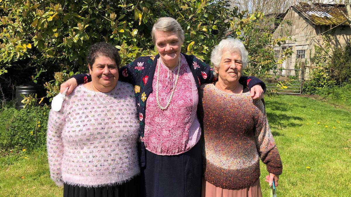 Mary Woodsová, Margaret Canhamová a Daphne Ellenderová