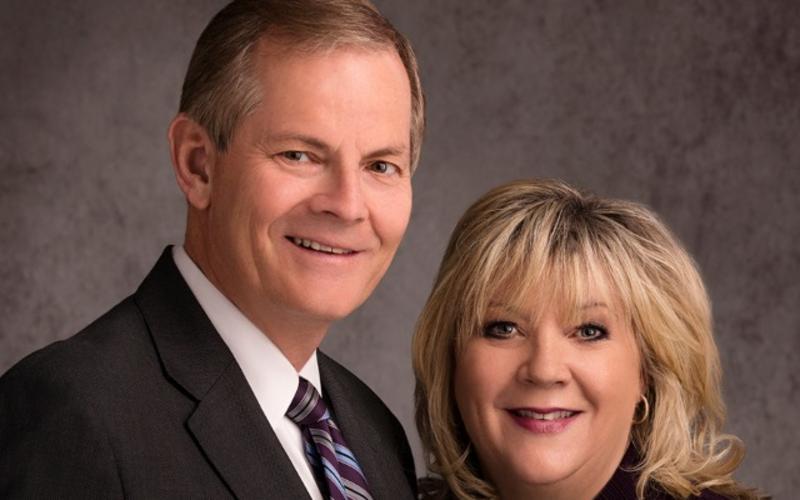 Wereldwijde devotional voor jongvolwassenen met ouderling en zuster Stevenson