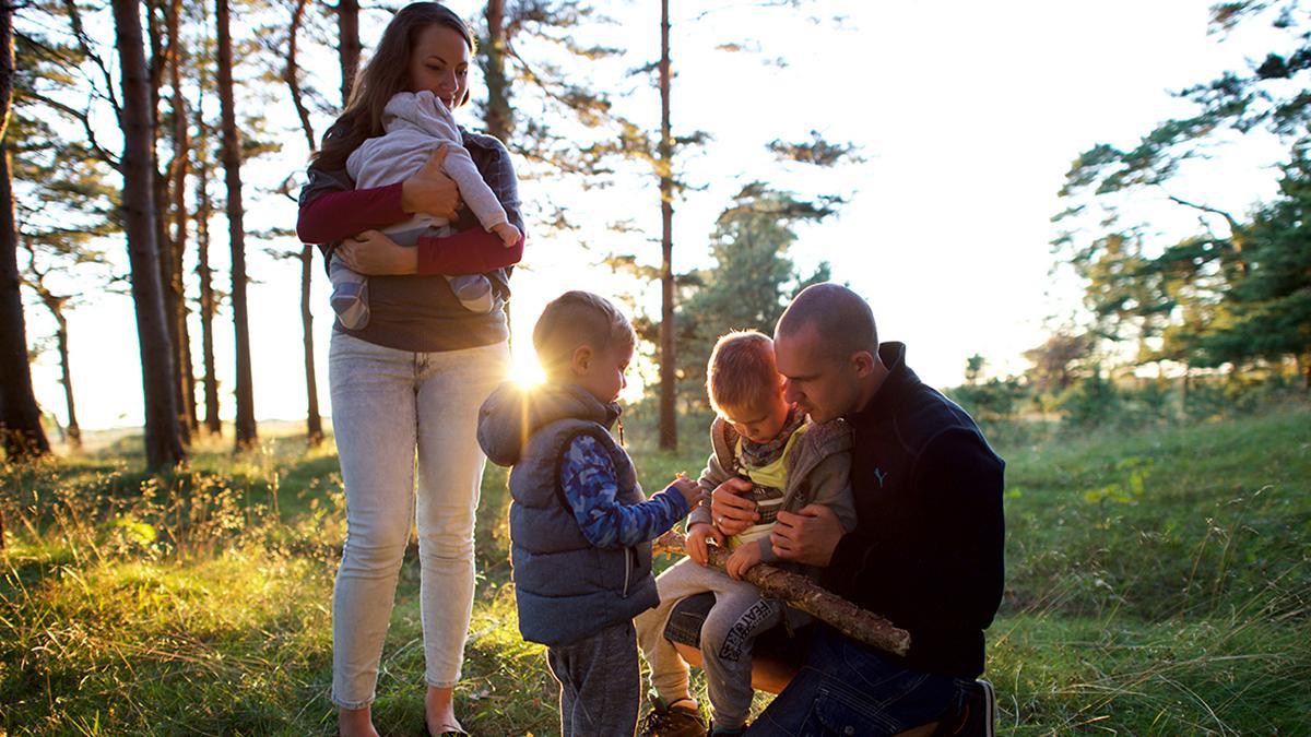 Une famille dans la fôret