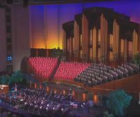 Le Choeur du Tabernacle chantant dans le Centre de Conférence de Salt Lake City