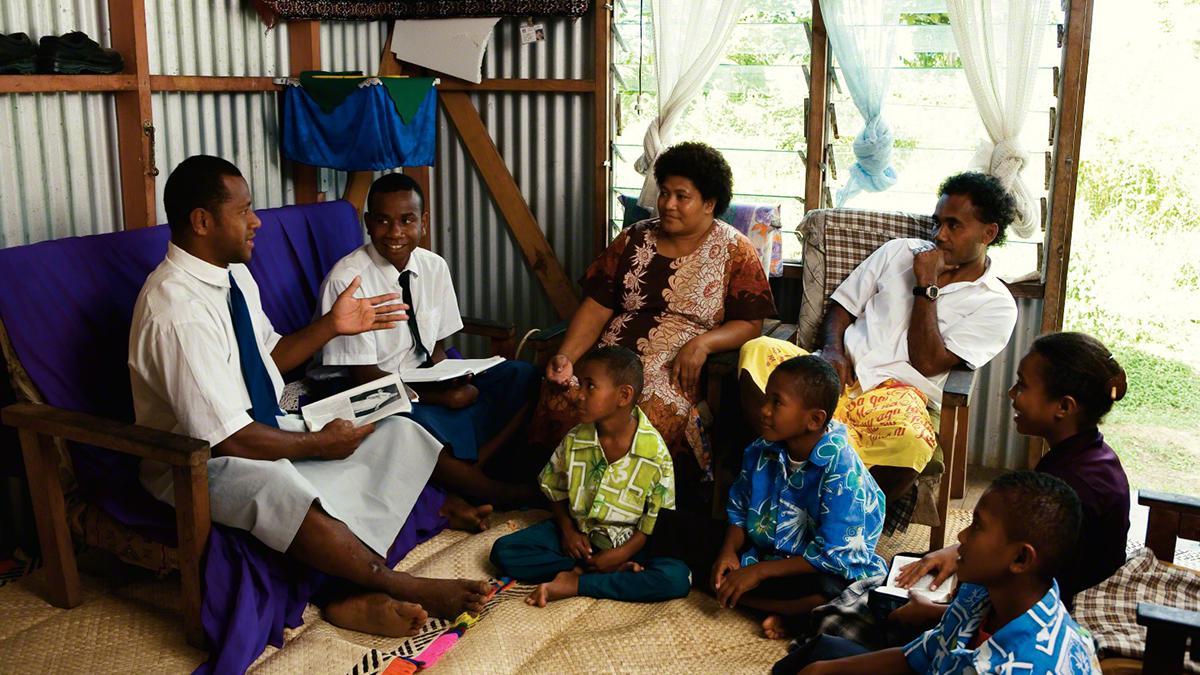 Mais de 70 mil missionários Mórmons trabalham pelo mundo fora.