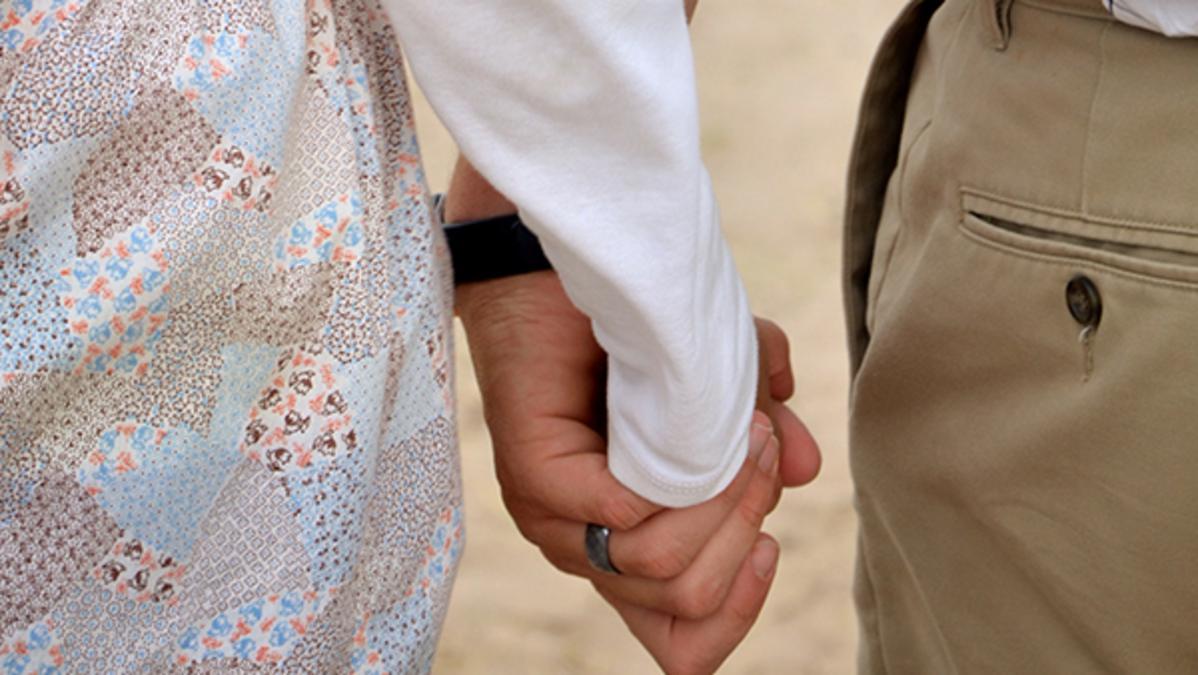 Οι μορμόνοι πιστεύουν ότι μία νέα οικογένεια αρχίζει όταν παντρεύονται ένας άνδρας και μία γυναίκα. Οι σχέσεις στην οικογένεια των μορμόνων ενδυναμώνονται με την αφοσίωση στον Ιησού Χριστό.