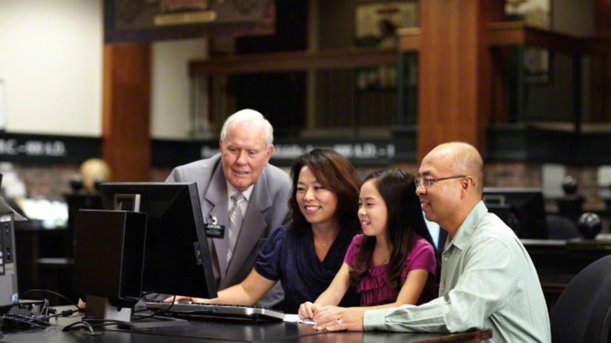 A családtörténeti kutatás sok mormonnak segít közelebbi kapcsolatot éreznie az őseivel. Miért végeznek a mormonok családtörténeti és templomi munkát