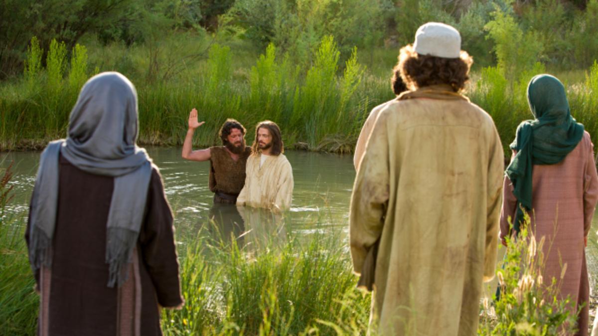 Johannes der Täufer steht im Fluss mit Jesus