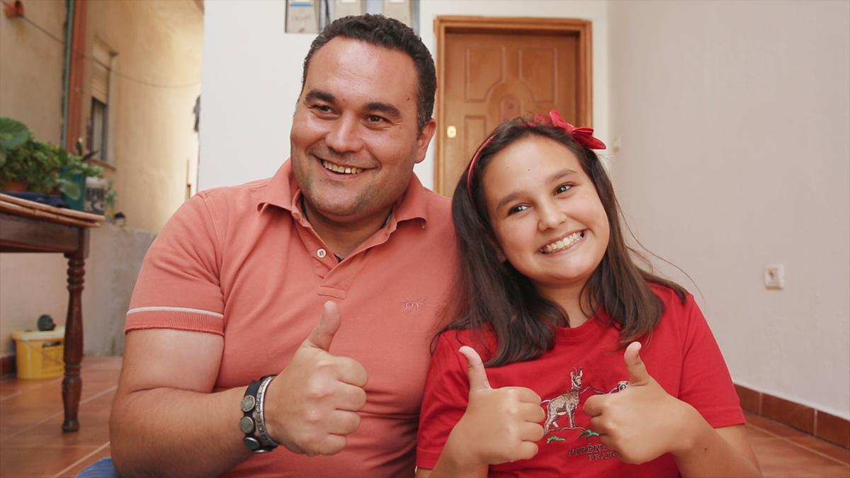 Far og datter giver tomlen op sammen