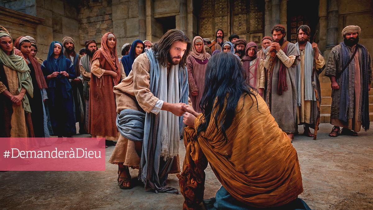 Jesus aide une femme