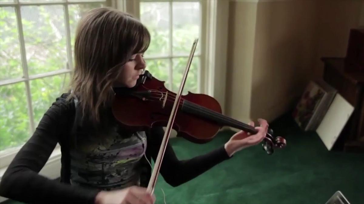 Lindsey Stirling playing violin