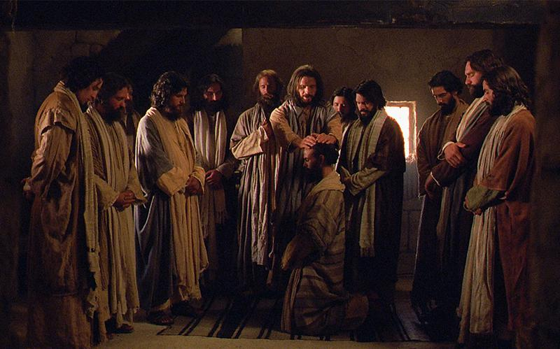 Isus Krist zaređuje svoje apostole.