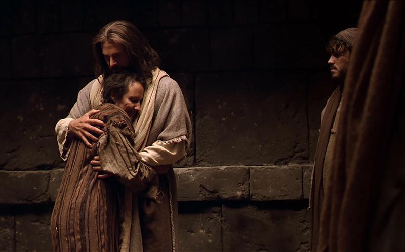 Isus grli čovjeka.
