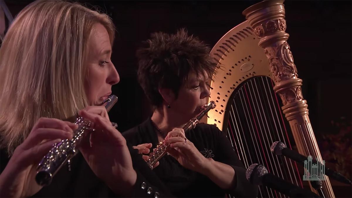 duas flautistas e uma arpa