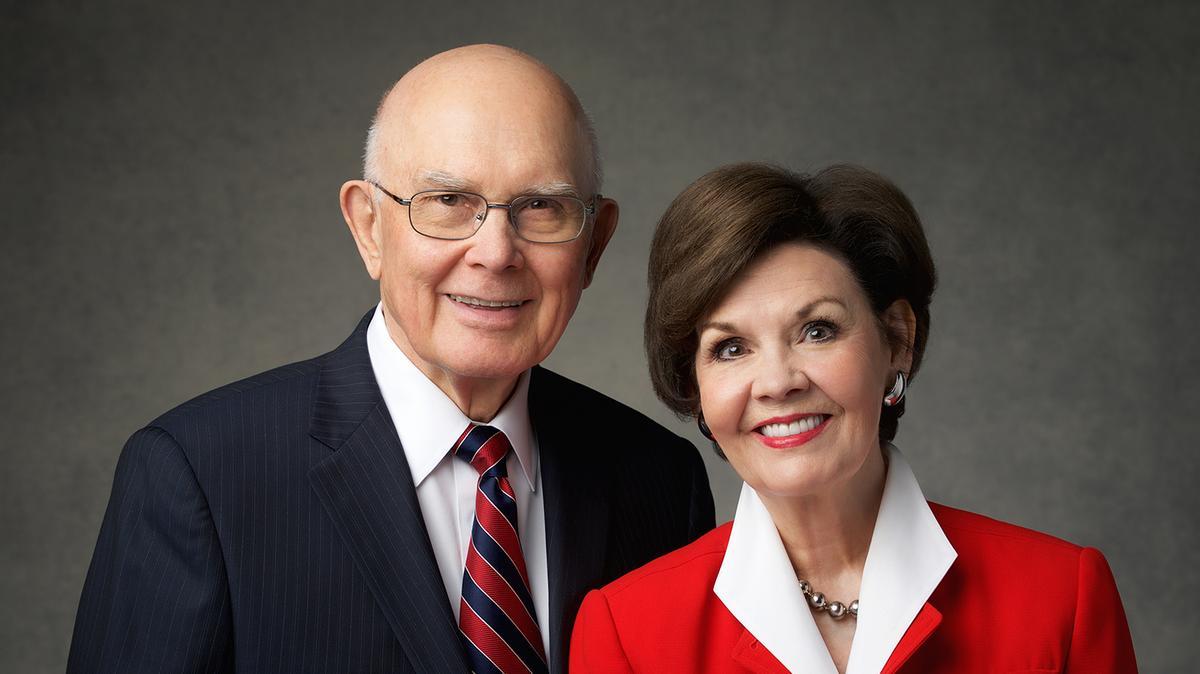 president Dallin H. Oaks och syster Kristen Oaks