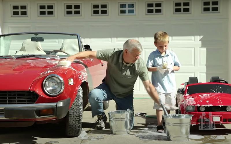 djed i unuk zajedno peru svoje aute