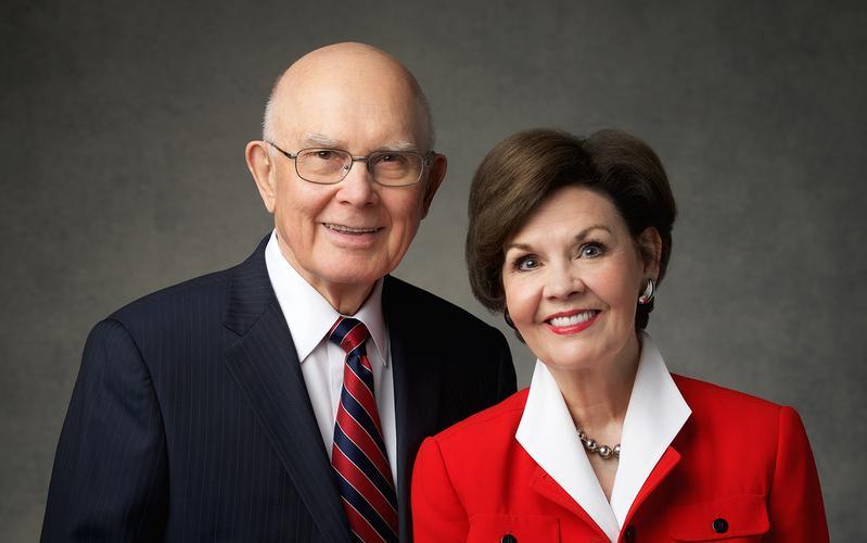 presidente Dallin H. Oaks y hermana Kristen Oaks