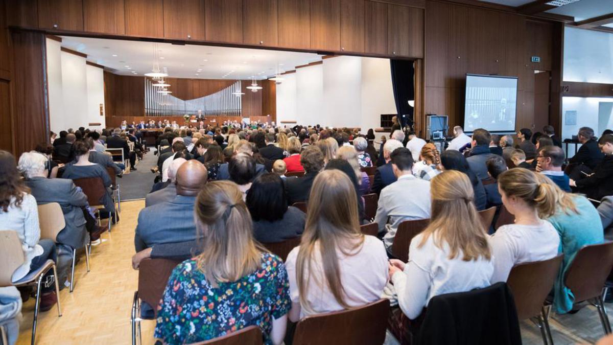 Mitglieder des Pfahles Wien nehmen an der zweimal jährlich stattfindenden Pfahlkonferenz teil