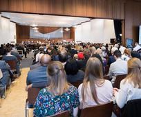 Mitglieder des Pfahles Wien versammeln sich zur Pfahlkonferenz