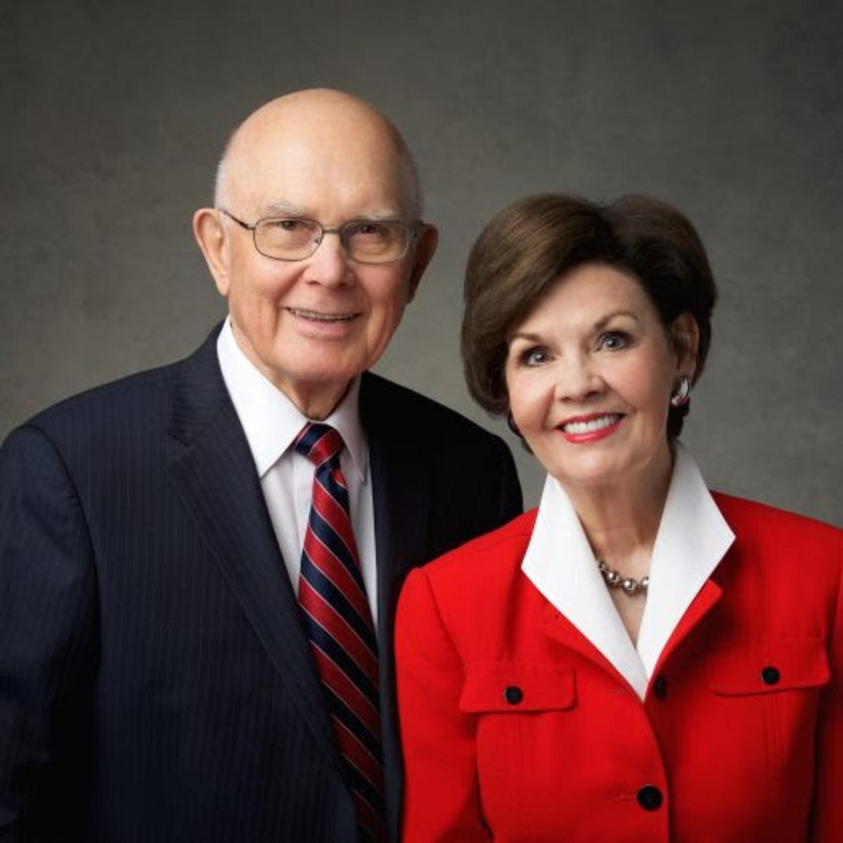 Präsident Dallin H. Oaks und Sister Okas planen, mit den Jugendlichen der Kirche über Ideen zu sprechen, wie man darin erfolgreich darin wird, mehr wie Christus zu werden.