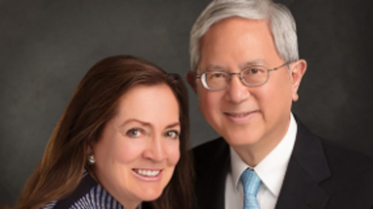 Elder Gerrit W. Gong vom Kollegium der Zwölf Apostel und seine Frau Susan