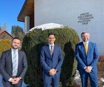 Die neu berufene Zweigpräsidentschaft für die älteste Gemeinde Österreichs: Nadir Doudou (1. Ratgeber),  Zweigpräsident Alexander ANTONOPOULOS (Mitte) und Georg Husz, 2. Ratgeber