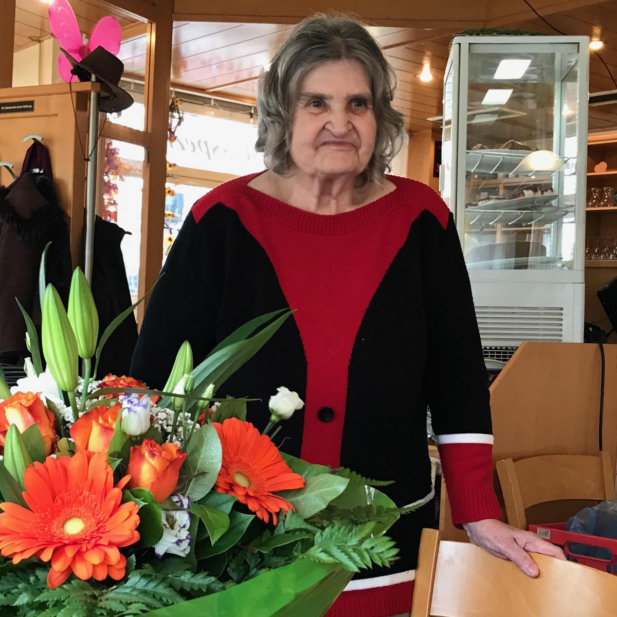 Schwester Irmgard Richter freut sich, helfen zu können.