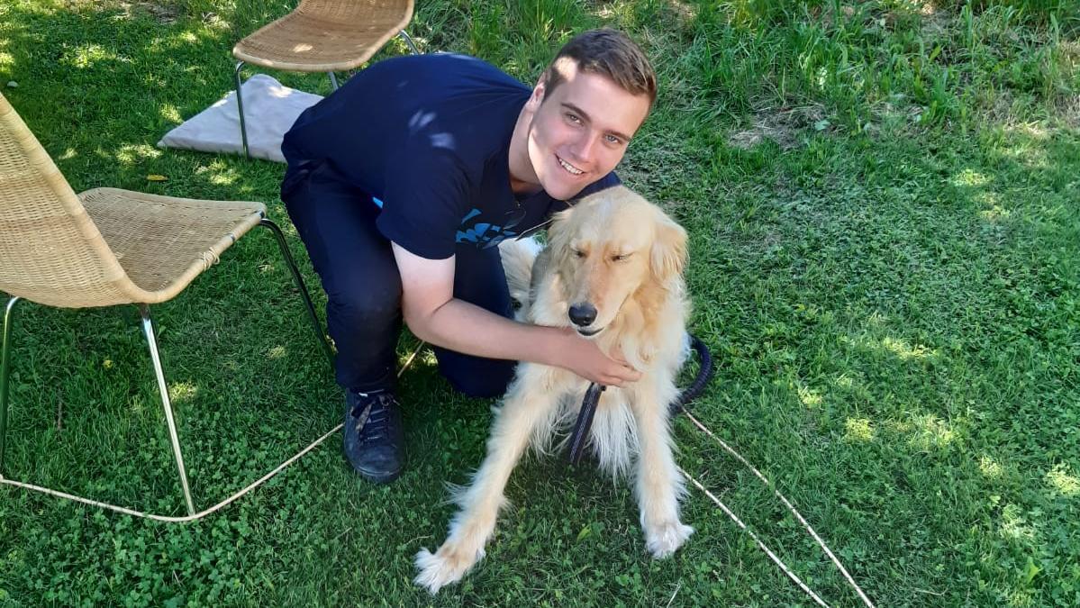 Immer wieder berichten Missionare von besonderen Erlebnissen mit Tieren. Elder Adam Sinclair aus Huntington/Chester dient zur Zeit als Missionar in Österreich. Das Foto wurde im Sommer 2020 bei einer Jugendaktivität in Wels aufgenommen.