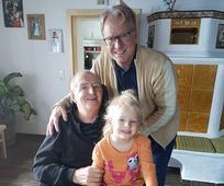 Ernst Sattler, Herr Schweighuber und dessen Enkeltochter.