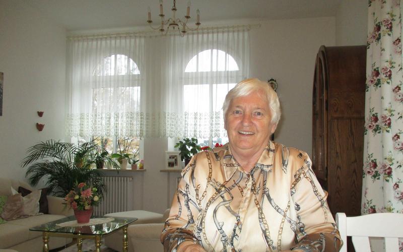 Trotz gesundheitlicher Probleme strahlt Schwester Tobeck vor Dankbarkeit für ihre Segnungen